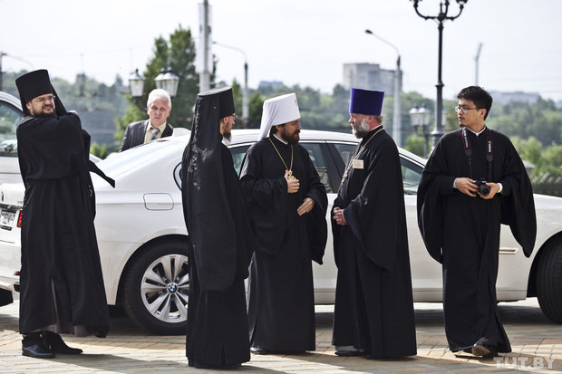 Father Fyodro Powny meets Mitropolit Illarion