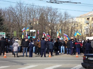 Protesters rally near the Taras Shevchenko statue in Luhansk in March. Photo by Lystopad via Wikimedia Commons
