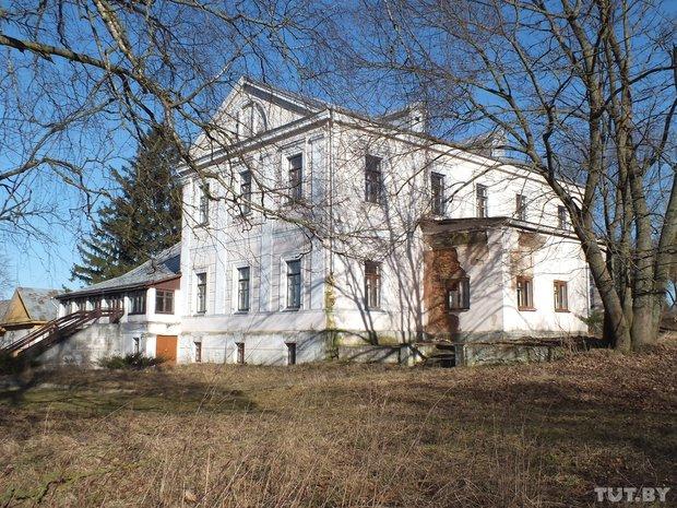 Old manor house in Gorny Snov, Belarus