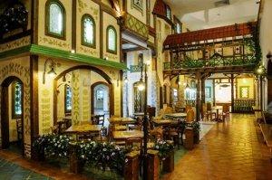 Lido... a fairy tale kingdom, or fine banquet dining? You decide. Photo via Lido restaurant website.