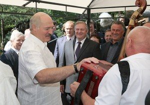 Valozhynskiye Gastsintsy offers festivals throughout the summer, as well as more static attractions as museums and outdoor activities. President Lukashenko familiarized himself with the offerings in the Valozhyn District on Friday. Photo via president.gov.by