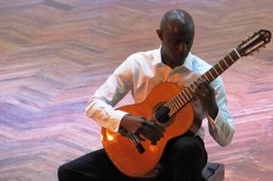Master class taught by Cuban guitarist Ahmed Dickinson Cardenas. Photo via BSAM photogallery