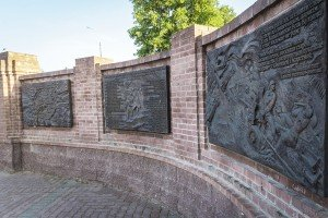 Bas-reliefs with quotes