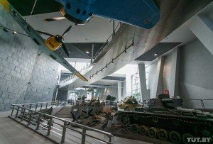 Models of tanks and planes
