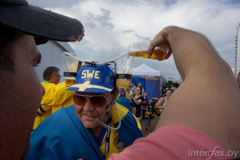 Swedish fans in the fan zone