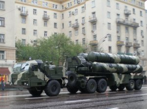 S-400 Triumf launcher during rehearsals for the 2009 Victory Day Parade. Photo by UMNICK via Wikimedia Commons