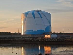 Natuarel_gas_storage_tank