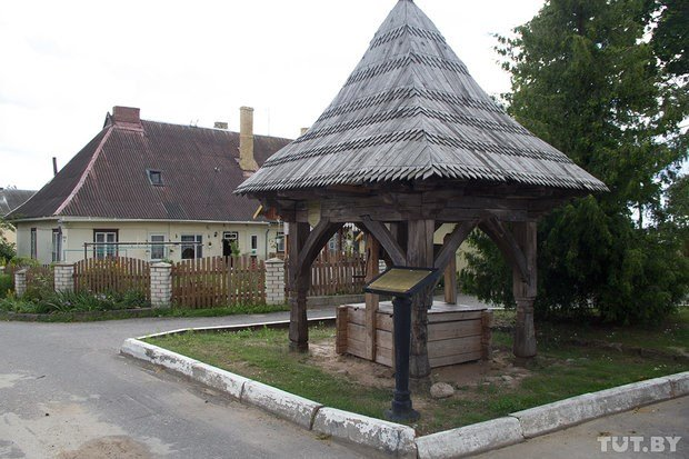 "The well with a wooden pavilion built in the ""Zakopane"" style in Braslav"
